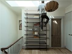 Tủ cầu thang 'cứu cánh' cho nhà nhỏ hẹp