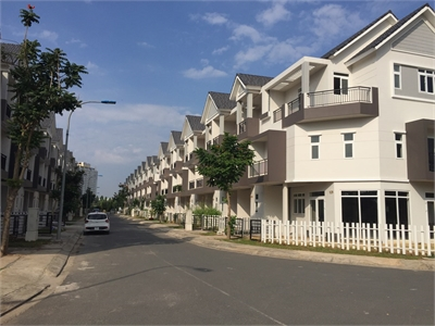 Cho thuê nhà phố nguyên căn Park Riverside dãy H đủ nội thất