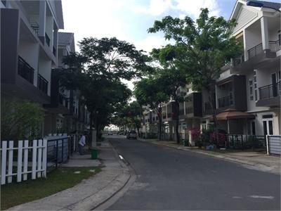 Bán nhà phố Park Riverside dãy G hướng Đông Bắc kề căn góc thoáng