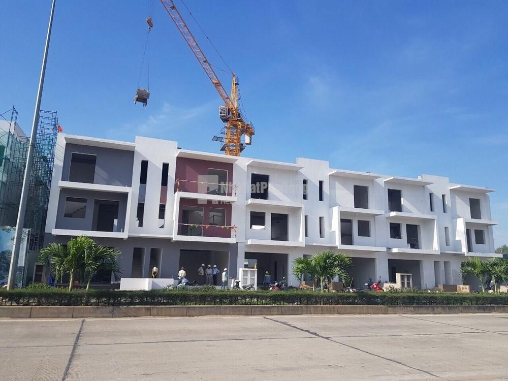 Bán nhà phố dãy A 90m2 giá tốt dự án Dragon Village Quận 9 | 1